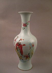 A Fine 18th Century Famille Rose Long Neck Vase