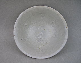 Song Dynasty White Glaze Bowl With Molded Incised Lotus