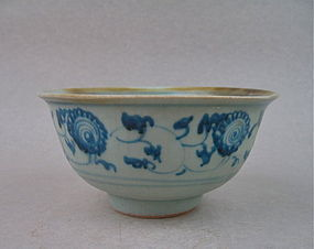 An Early Ming Interregnum Period B/W Bowl with Flower