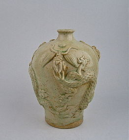 A Extremely Rare Meiping With Relief of Three Dragon