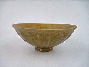 A LONGQUAN LOTUS BOWL WITH CLOSELY CRACKLED