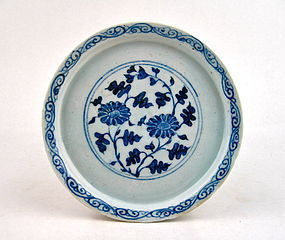 A RARE LATE YUAN B/W PLATE WITH CHRYSANTHEMUM