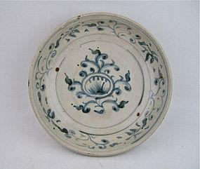 ANNAMESE BLUE & WHITE DISH 15TH/16TH CENTURY