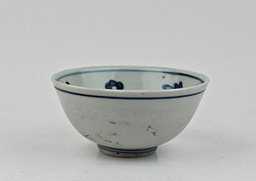 A MING DYNASTY B/W BOWL (16th CENTURY)