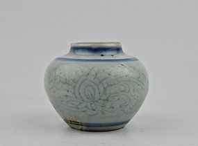 A BLUE & WHITE JARLET WITH INCISED FLOWER SCROLLS