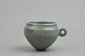 A VERY RARE LONGQUAN GUAN TYPE CELADON BIRD FEEDER(SONG DYNASTY)