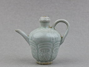 A QINGBAI WATER DROPPER WITH EWER SHAPE