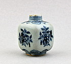 A MING DYNASTY 16th CENTURY B/W SQUARE SHAPED JAR