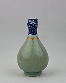 QING DYNASTY KANGXI PERIOD SMALL GARLIC HEAD BOTTLE VASE