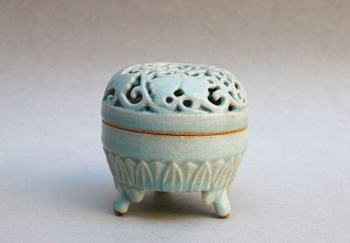 A RARE SONG/YUAN QINGBAI INCENSE BURNER WITH OPEN WORK