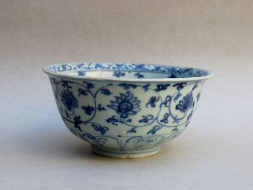 A MING BLUE & WHITE BOWL WITH LOTUS PATTERN