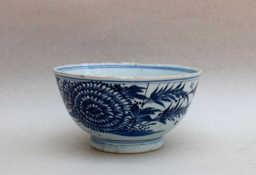 A BLUE AND WHITE BOWL WITH A CHRYSANTHEMUM