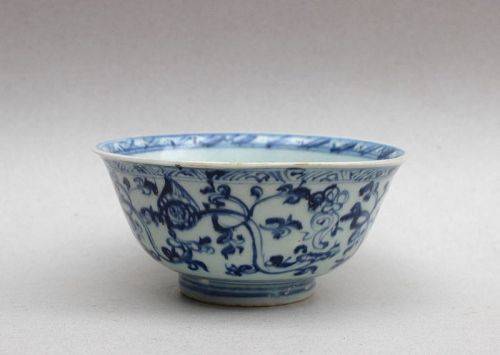 A NICE MING DYNASTY BLUE AND WHITE BOWL