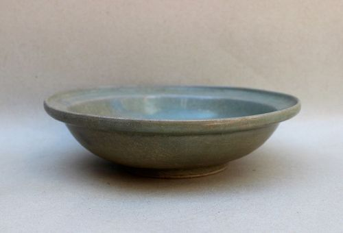 A SOUTHERN SONG DYNASTY LONGQUAN CELADON DISH