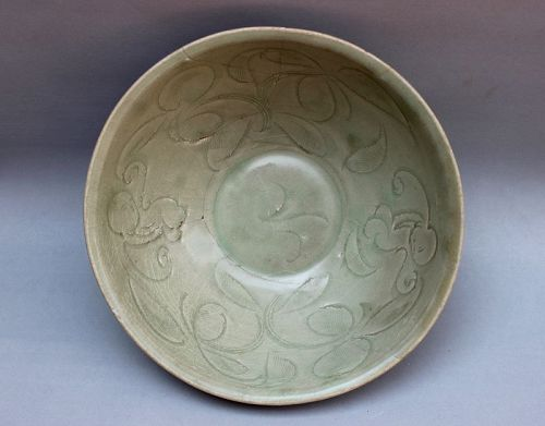 NORTHERN SONG DYNASTY CELADON BOWL WITH INCISED WAWA