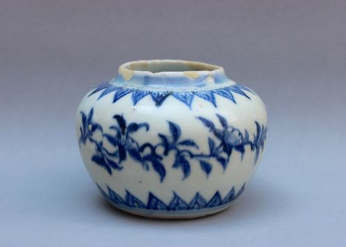 A GOOD EXAMPLE OF MING DYNASTY CHENGHUA MINGYAO B/W JAR