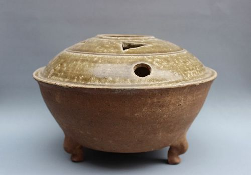 AN EARLY CHINESE CERAMIC OF CELADON INCENSE BURNER