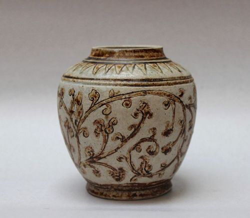 A SAWANKHALOK JAR WITH INCISED FLORAL SPRAYS