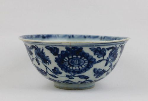 MING DYNASTY EARLY 16th CENTURY HONGZHI B/W BOWL