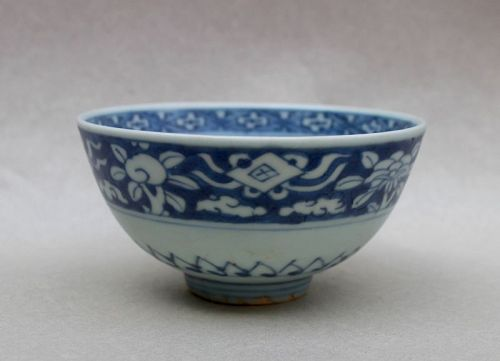 A MING DYNASTY BLUE AND WHITE BOWL