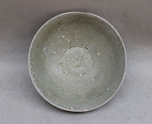 A SOUTHERN SONG LONGQUAN AREA CELADON BOWL