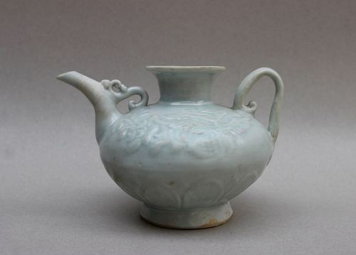 EXAMPLE OF JINDEZHEN QINGBAI SMALL EWER WITH A PAIR PHOENIX