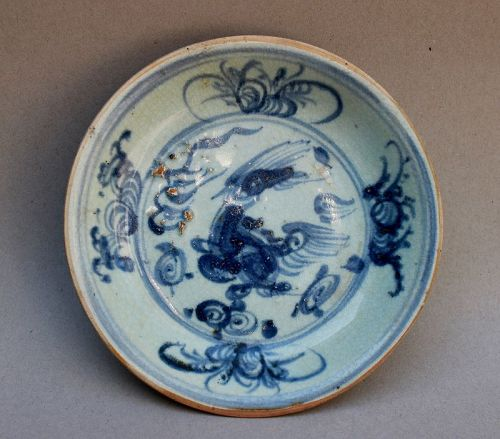 A MING DYNASTY BLUE AND WHITE DISH WITH QILIN