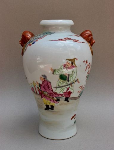 A FAMILLE ROSE VASE WITH QIANLONG SEAL MARK