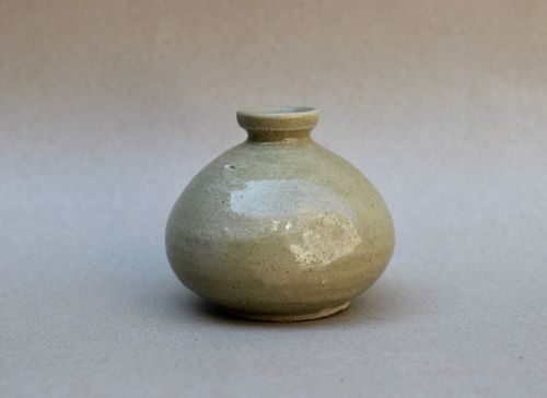 A RARE KOREAN CELADON OIL JAR (LATE KORYO DYNASTY)