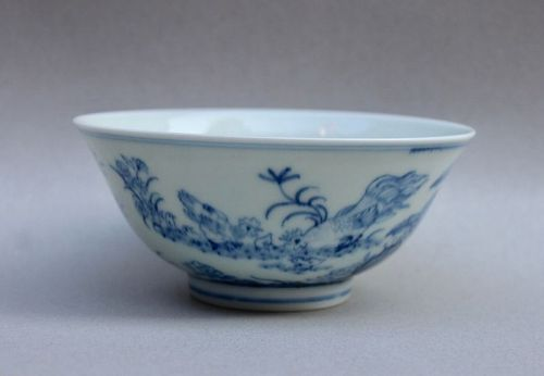A RARE & VIVIDLY PENCIL STYLE B/W QIANLONG PERIOD CHICKEN BOWL