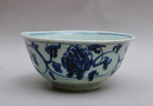 AN EARLY MING BLUE AND WHITE BOWL WITH FLOWER PATTERN