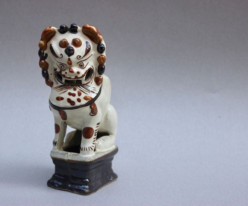 A MING DYNASTY CIZHOU WARE FIGURINE OF LION CANDLE HOLDER