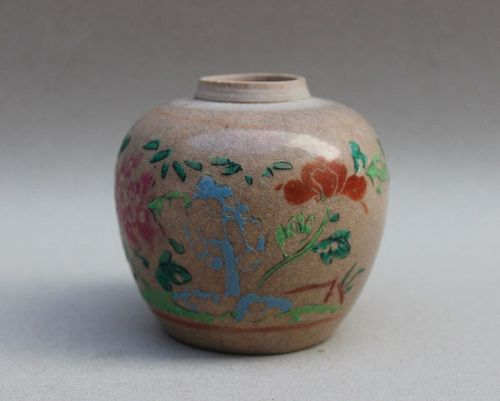 A FAMILLE ROSE JAR WITH CRACKLES GLAZE QING DYNASTY 18th CENTURY