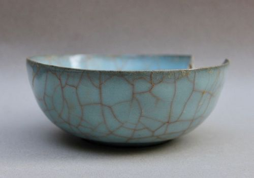 EXTREMELY RARE EXAMPLE SOUTHERN SONG GUAN WARE CELADON BOWL