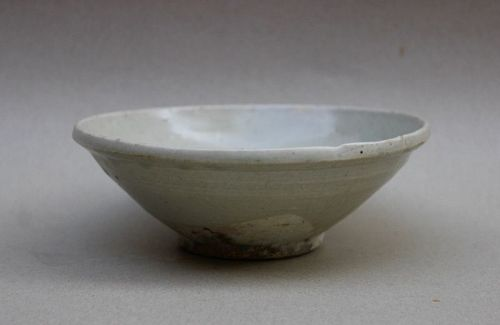 A SONG DYNASTY WHITE GLAZED BOWL
