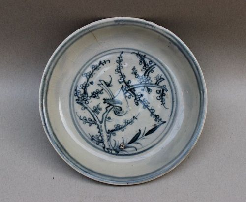 A BLUE AND WHITE DISH OF MING DYNASTY WITH A BIRD ON THE TREE