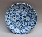 A MING DYNASTY 15th- 16th CENTURY BLUE AND WHITE DISH