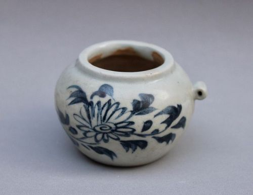 YUAN DYNASTY BlUE AND WHITE BIRD FEEDER WITH CHRYSANTHEMUM