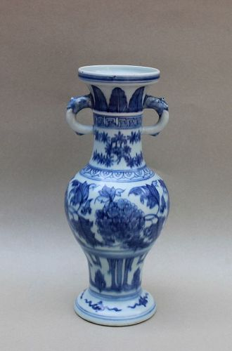 A MING DYNASTY BLUE AND WHITE ALTAR VASE