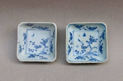 A PAIR OF LATE MING BLUE AND WHITE SQUARE SAUCER DISH