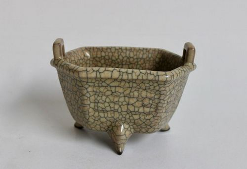 EXTREMELY RARE SOUTHERN SONG GUAN DYNASTY GEYAO HEXAGON TRIPOD CENSER