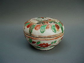 A Swatow Polychrome Covered Box