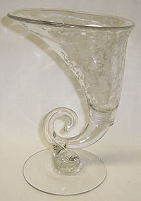 Cambridge Crystal ROSE POINT 3121 9 In CORNUCOPIA VASE