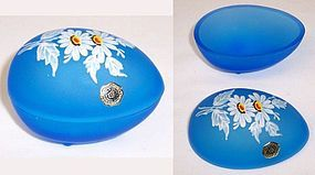 Westmoreland Blue Mist EGG TRINKET BOX, Hand Painted DAISIES