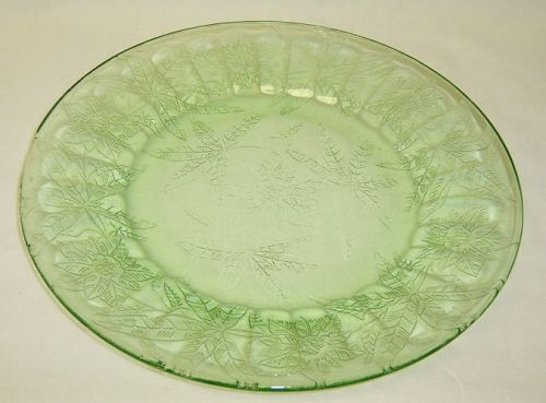 Jeannette Depression Green FLORAL POINSETTIA 9 Inch DINNER PLATE
