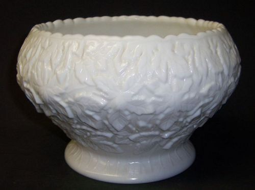 Westmoreland Milk Glass MAPLE LEAF 8 Inch Diameter CENTERPIECE BOWL