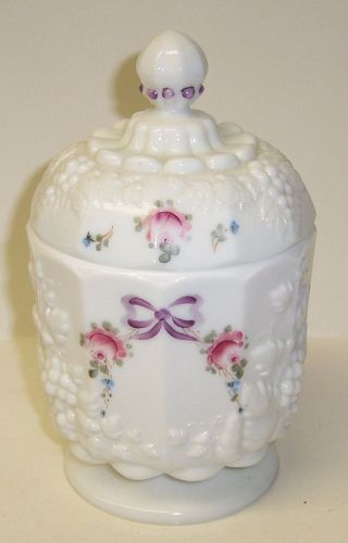 Westmoreland Milk Glass Paneled Grape ROSES and BOWS SUGAR BOWL w/LID
