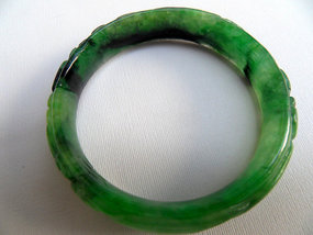 Burmese carved green jadeite bracelet