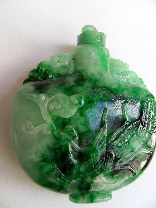 Chinese jade snuff bottle with dragon and phoenix