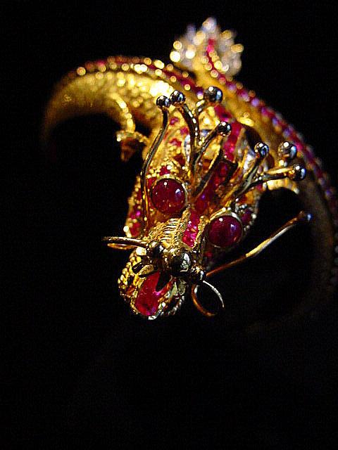 Gold dragon bangle with ruby, diamond and platinum